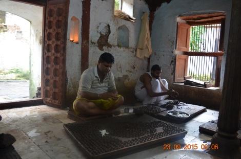 Priests making Shivlingas